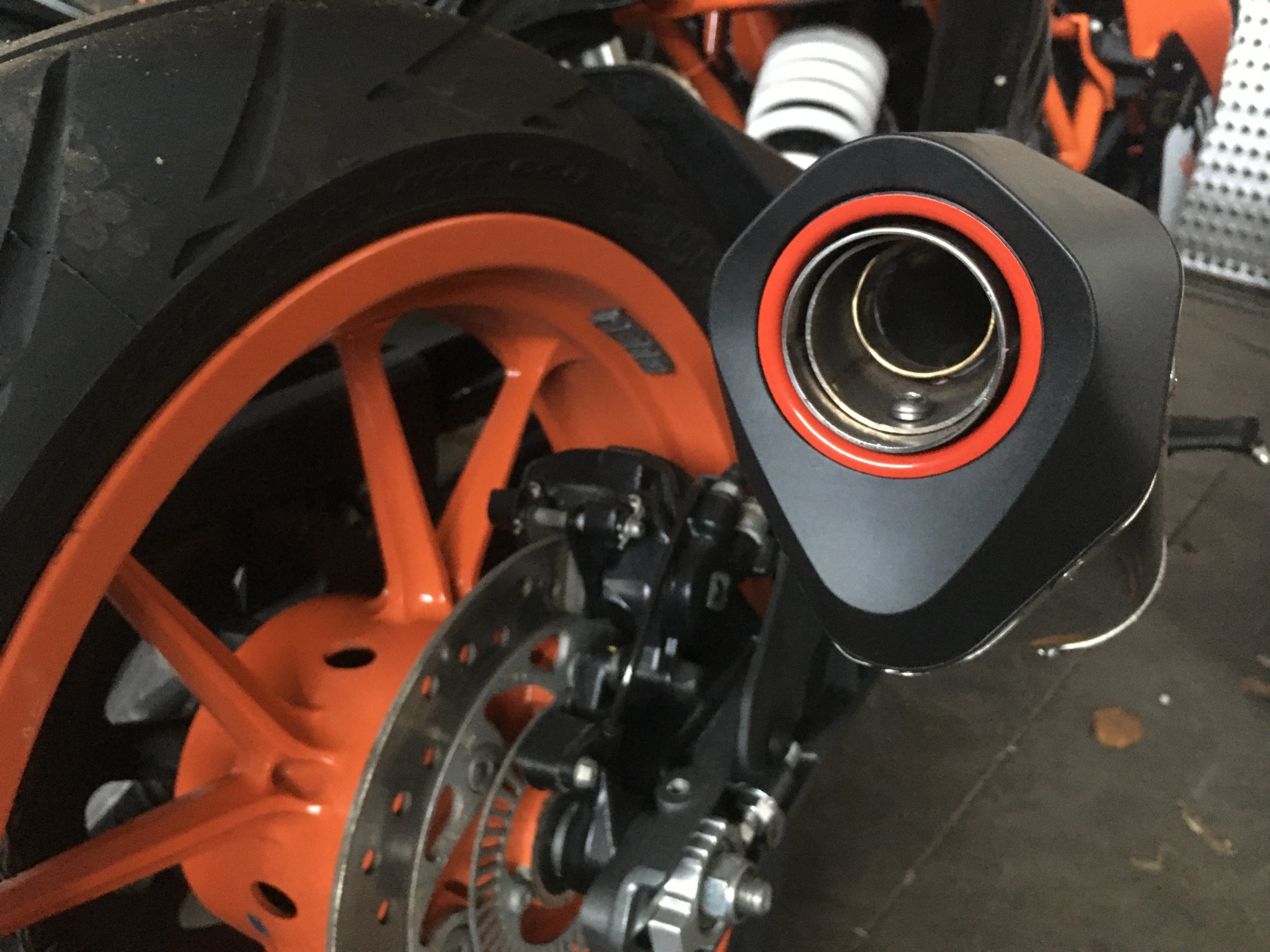 KTM RC390 SCORPION UITLAAT